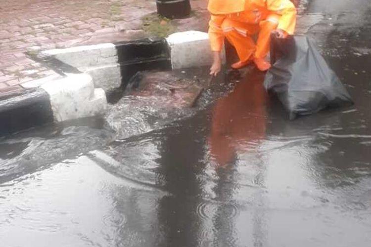 Jalan Sultan Hasanuddin, Jakarta Selatan sempat tergenang saat hujan deras , Senin (6/4/2020)