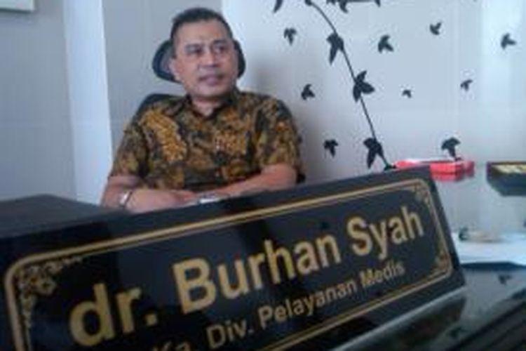 Kakak Kandung Artis Anang Hermansyah, Burhan Syah memberikan klarifikasi seputar kasus dugaan korupsi yang menyeret nama adik kandungnya itu, Rabu (18/9/13).