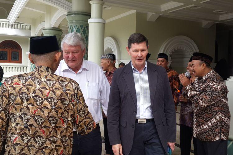Delegasi Parlemen Australia saat mengunjungi Masjid Agung Jami Kota Malang, Kamis (13/7/2017)