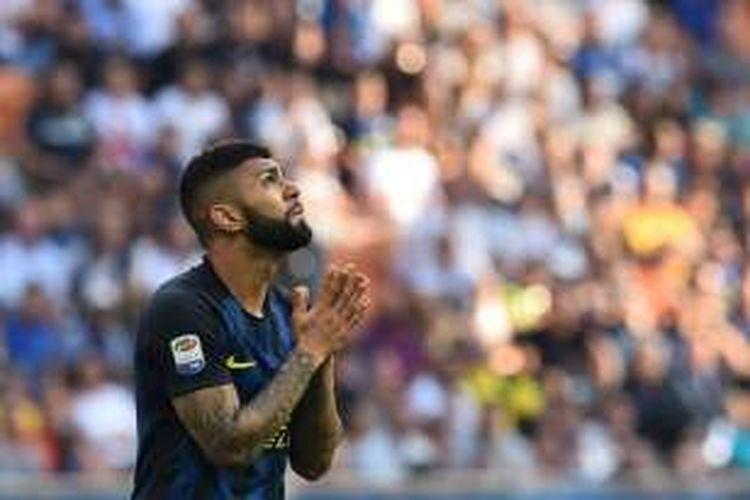Gabriel Barbosa membela Inter Milan saat melawan Bologna pada partai Serie A di Stadion Giuseppe Meazza, 25 September 2016.