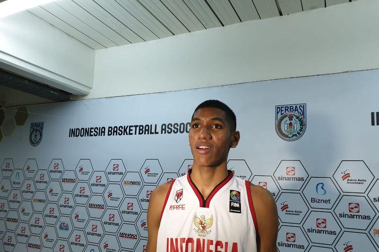 Derrick Michael Xzavierro, pebasket muda berusia 16 tahun, saat diwawacarai usai pertandingan Kualifikasi FIBA Asia Cup 2021 di Mahaka Arena, Kelapa Gading, Jakarta Utara, Kamis (20/2/2020).