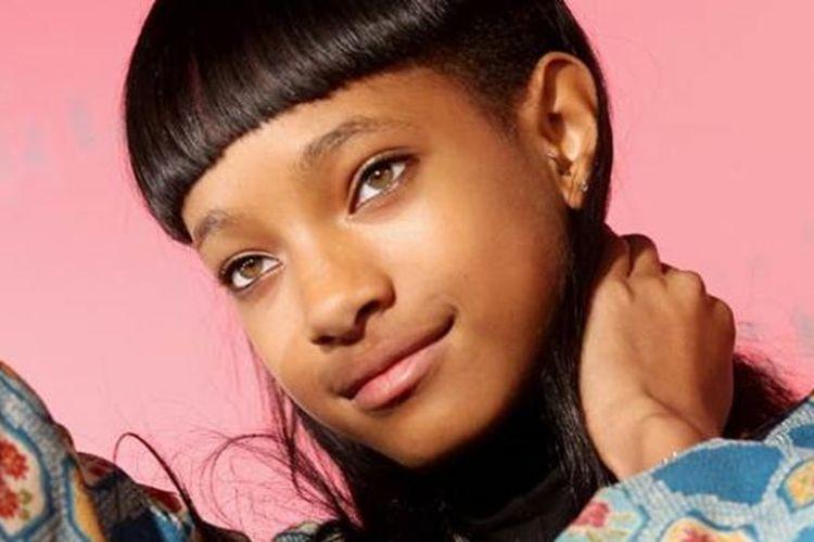Willow Smith memantapkan kariernya di dunia mode dengan resmi bergabung sebagai model pada agensi modeling The Society.