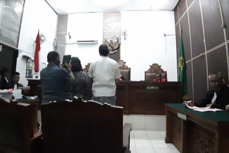 Nunung dan suami diambil sumpah saat menjadi saksi sidang kurir narkoba di Pengadilan Negeri Jakarta Selatan, Senin (13/1/2020).