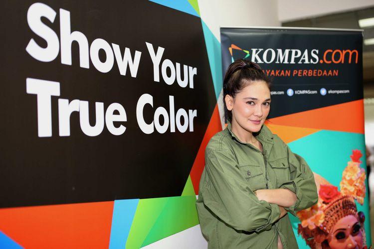 Luna Maya berpose dalam pemotretan di kantor Kompas.com, Jakarta, Sabtu (10/6/2017). Ia sedang mempromosikan film The Doll 2.