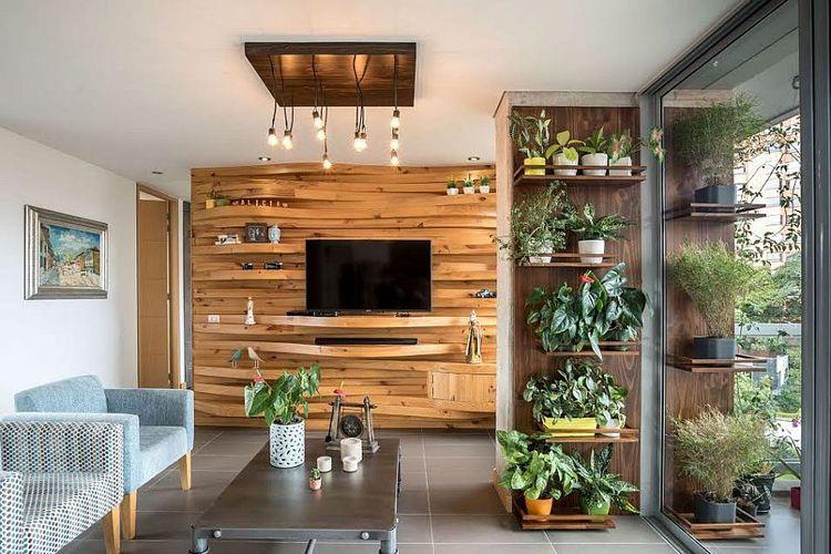 Dinding aksen kayu dengan tekstur yang unik