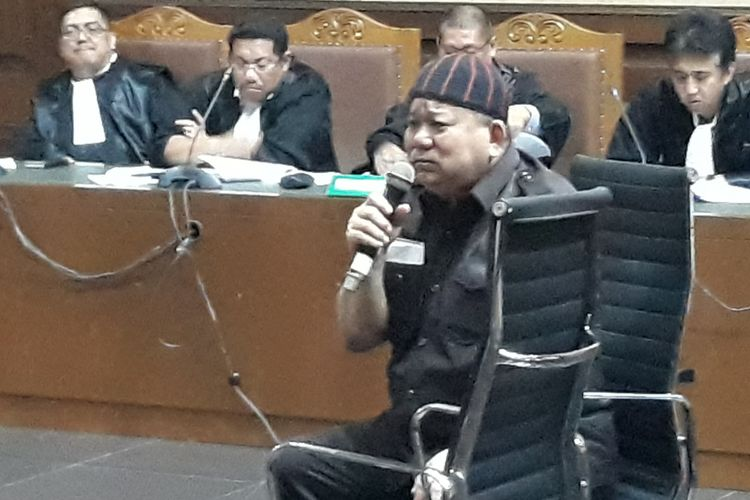 Direktur Utama PT Sawit Golden Prima Hery Susanto alias Abun duduk di kursi terdakwa di Pengadilan Tipikor Jakarta, Senin (30/4/2018).