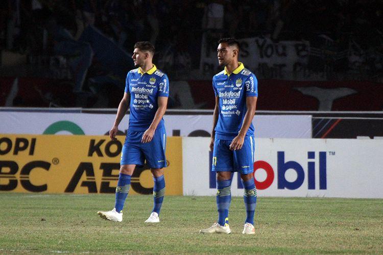Nick Kuipers (kiri) dan Omid Nazari (kanan) melakoni debut bersama Persib Bandung di Liga 1 2019, di Stadion Si Jalak Harupat, Kabupaten Bandung, Jumat (30/8/2019).