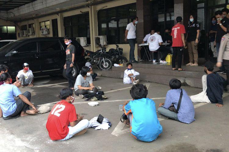 Sebanyak 11 pemuda diamankan Polres Metro Jakarta Selatan lantaran berniat mengikuti demonstrasi penolakan Omnibus Law UU Cipta Kerja pada Rabu (28/10/2020).