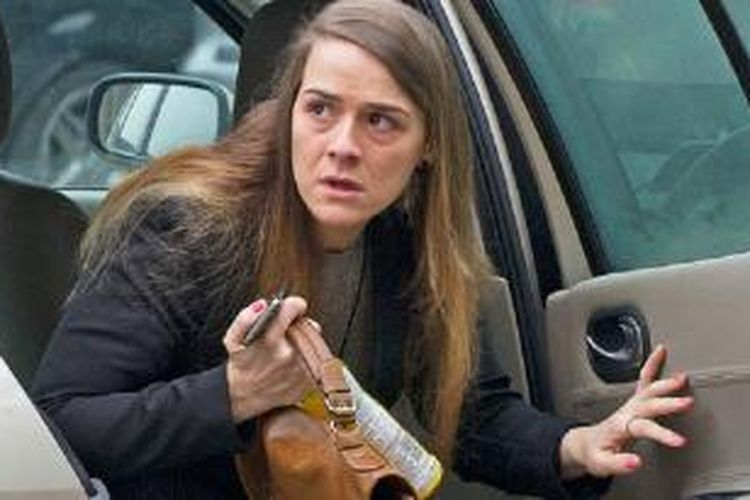 Gayle Newland (25 tahun) saat tiba di kantor pengadilan di Chester, Inggris.