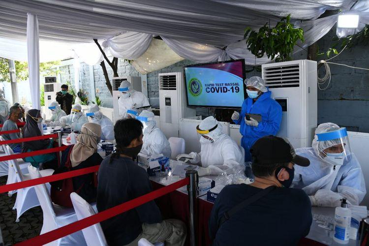 Badan Intelijen Negara (BIN) menggelar rapid test massal Covid-19. Kali ini giat rapid test digelar di Giant Tole Iskandar, Kelurahan Sukmajaya, Kecamatan Cilodong, Depok, pada Jumat (22/5/2020).