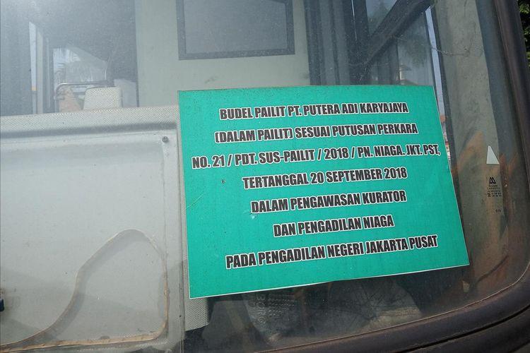 Ratusan bus Transjakarta terbengkalai di lahan kosong, Kecamatan Dramaga, Kabupaten Bogor, Kamis (25/7/2019)