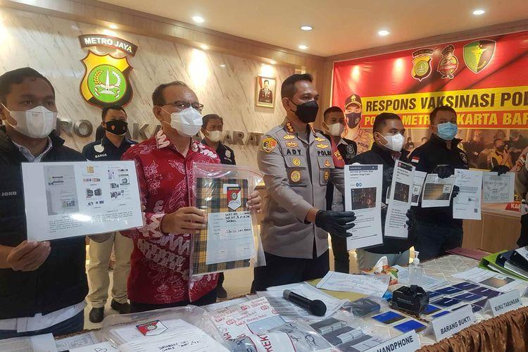 Konferensi pers pengungkapan investasi bodong Lucky Star Group di Mapolres Jakarta Barat, pada Selasa (8/6/2021).