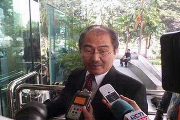 Ketua Dewan Kehormatan Penyelenggara Pemilu (DKPP) Jimly Asshiddiqie menyambangi Gedung KPK, Jumat (7/6/2013). Jimly mengaku datang untuk berkoordinasi soal integritas pemilihan umum (pemilu) dengan pimpinan KPK.