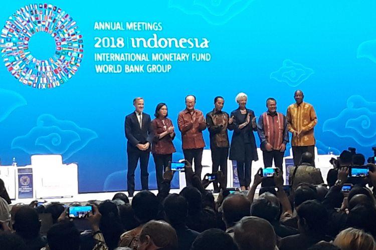 Presiden Joko Widodo usai memberikan sambutan pada acara Bali Fintech Agenda yang merupakan rangkaian dari Pertemuan Tahunan IMF-Bank Dunia 2018 di Nusa Dua, Bali, Kamis (11/10/2018).