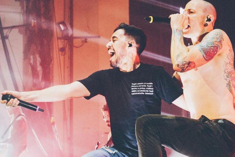 Dua vokalis Linkin Park, Mike Shinoda (kiri) dan Chester Bennington