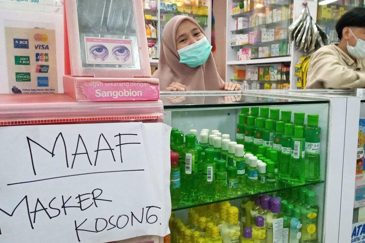 Apotek di Kampung Melayu, Pangkal Pinang, kehabisan stok masker, Senin (2/3/2020).