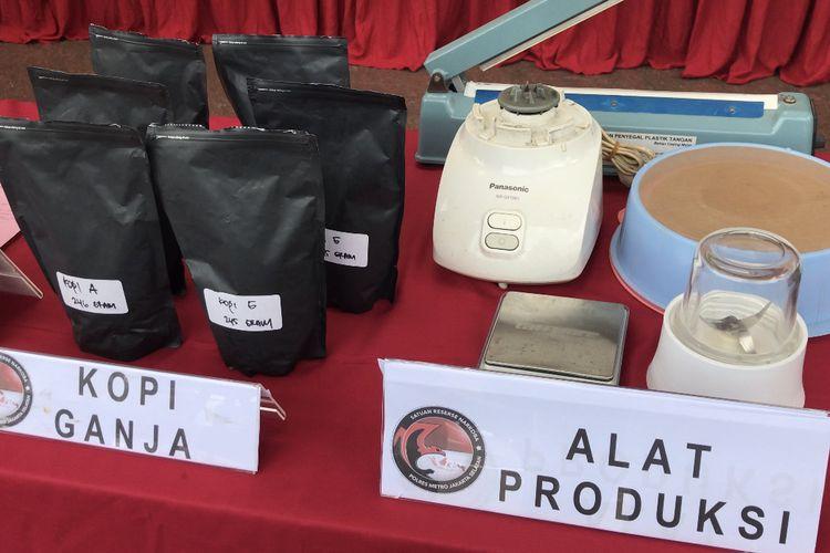 Saat menangkap SN, polisi juga menyita alat-alat produksi, daun dan biji ganja kering, dan produk berupa kopi ganja, susu ganja, dodol ganja dan yang sudah siap jual dari tangan SN.