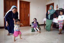 Kisah Bidan LKC Dompet Dhuafa Tangani Anak Kekurangan Gizi di NTT