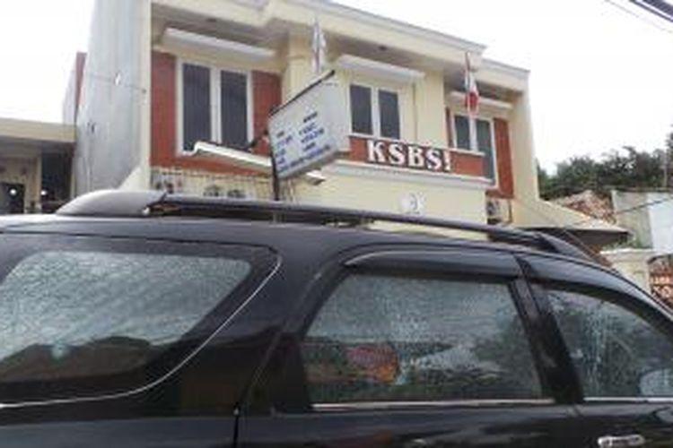 Kantor serikat buruh KSBSI di Jalan Cipinang Muara Raya, Jatinegara, Jakarta Timur, ditembak orang tak dikenal. Foto di ambil pada Rabu (15/4/2015).