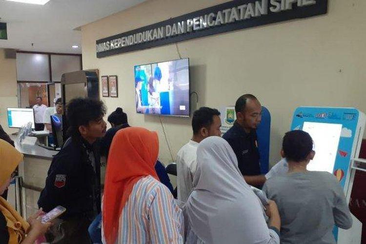 Pemerintahan Kota Tangerang baru saja meluncurkan mesin anjungan pembuatan Kartu Identitas Anak (KIA). Namun, layanan ini sempat mengalami gangguan.