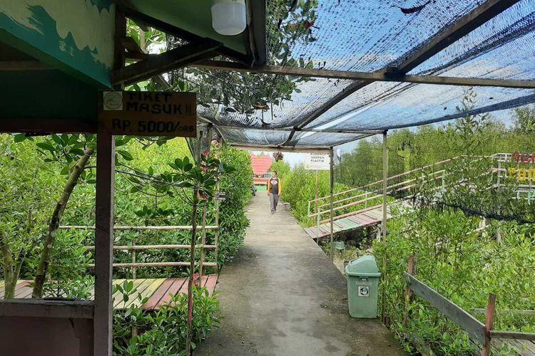 Suasana Mempawang Mangrove Park (MMP) di Desa Pasir, Kecamatan Mempawah Hilir, Kabupaten Mempawah, Kalimantan Barat. MMP merupakan salah satu kawasan ekowisata andalan.