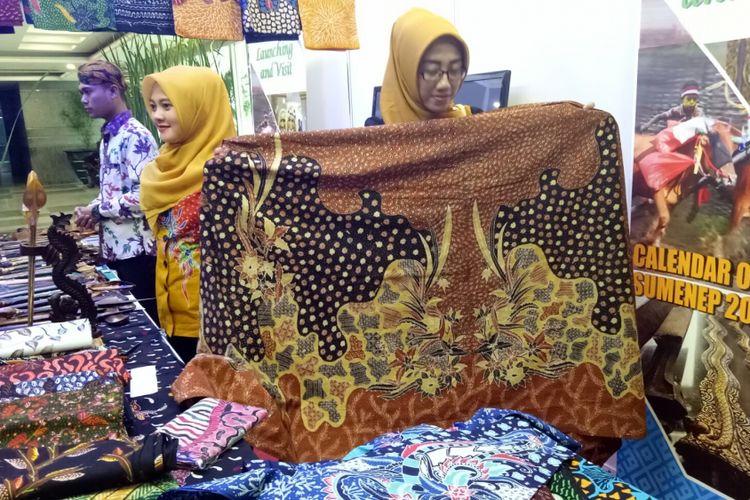 Batik khas Sumenep, Madura dengan motif garuda ini dijual seharga Rp 750.000, di Kementerian Pariwisata, Selasa (5/12/2017).