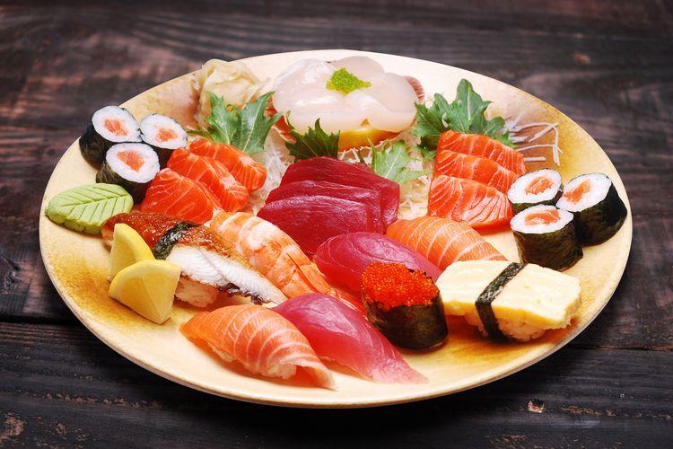 Ilustrasi sushi dan sashimi.