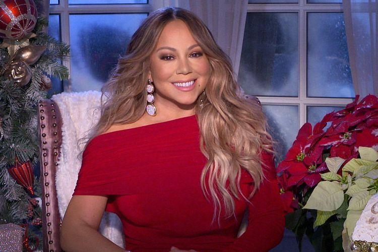 Mariah Carey mengenakan anting UBS Gold buatan Indonesia