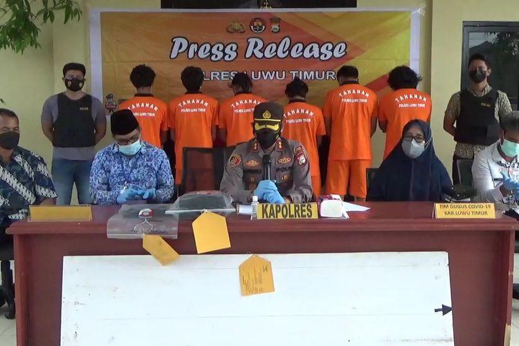 Kepolisian Polres Luwu Timur, Sulawesi Selatan, Jumat (17/9/2021) Sore, mengamankan 6 orang pelaku pengambil paksa jenazah covid-19 di Desa Balambano, Kecamatan Wasuponda, Kabupaten Luwu Timur, Sulawesi Selatan yang terjadi pada Senin (13/9/2021) lalu