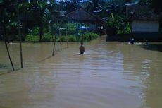 Terendam Banjir, Siswa di Rokan Hulu Berenang untuk Sampai ke Sekolah