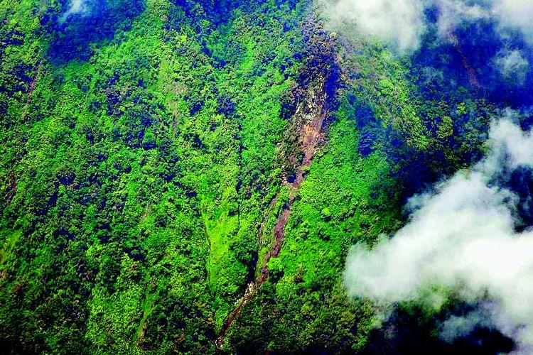 Foto udara lokasi jatuhnya pesawat Sukhoi Superjet 100 di kawasan Gunung Salak, Bogor, Jawa Barat.