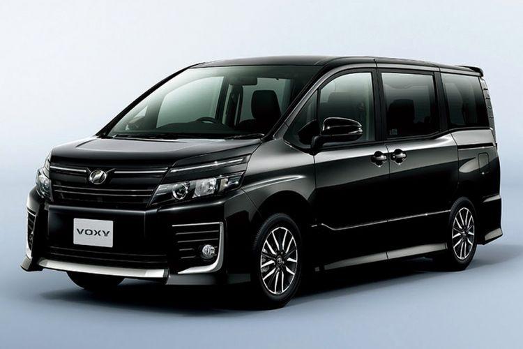 Calon model terbaru Toyota, Voxy akan segera meluncur di Indonesia.
