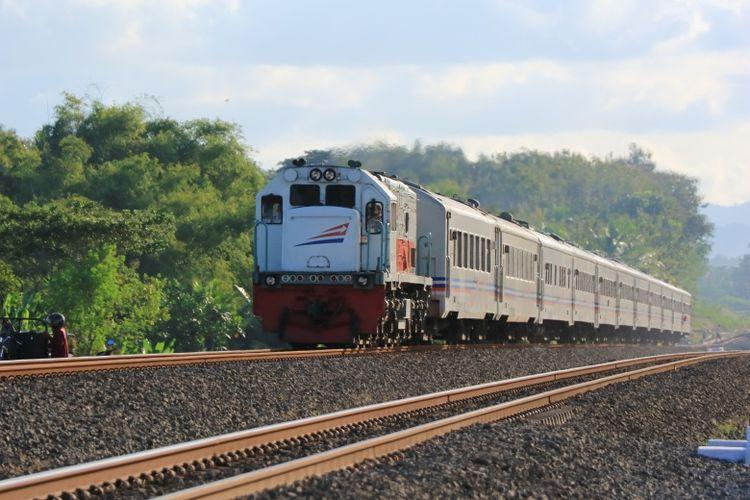 Kereta api menjadi salah satu moda transportasi umum yang terdampak pandemi