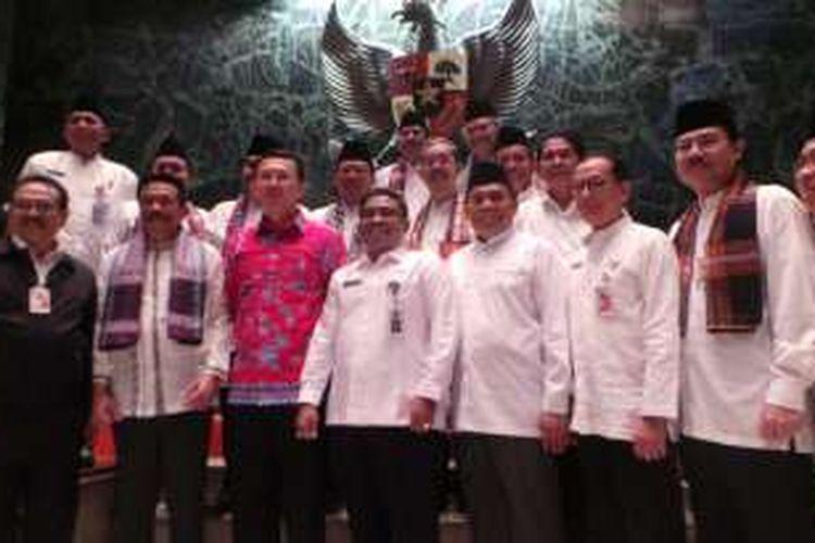 Plt Gubernur DKI Jakarta Sumarsono (berdiri di samping Gubernur DKI Jakarta Basuki Tjahaja Purnama) saat diperkenalkan ke PNS DKI Jakarta, Kamis (27/10/2016).