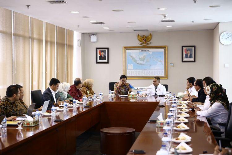 Kunjungan Menpar, Arief Yahya ke kantor Garuda Indonesia, di Bandara Soekarno Hatta, Cengkareng, Selasa (6/2/2018).