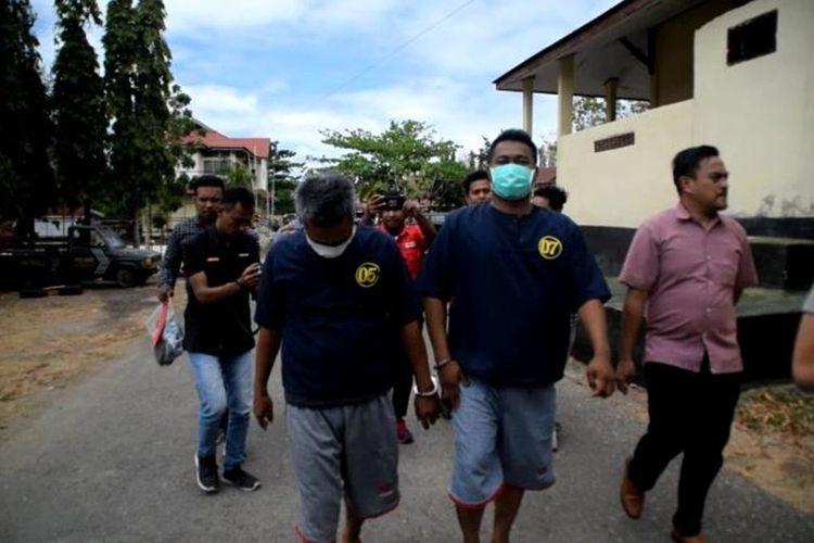 Satuan Reskrim Polres Baubau, Sulawesi Tenggara, menangkap dua orang tersangka pelaku pembunuhan terhadap Yuyun Tandi Wijaya, yang terjadi di Kelurahan Bataraguru, Kecamatan Wolio, Kota Baubau, Minggu (22/9/2019) malam lalu. Dihadapan polisi, kedua pelaku inisial LD dan G, mengaku disuruh melakukan penganiayaan terhadap korban untuk menagih hutang sebesar 80 juta rupiah.