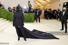 Busana Met Gala Kim Kardashian Disulap jadi Kostum Halloween