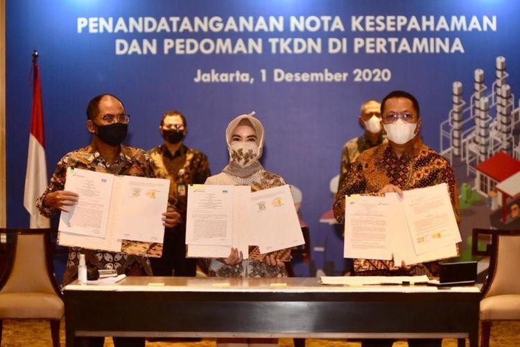 Penandatanganan kerja sama antara Pertamina, BPPT, Sucofindo, dan Surveyor Indonesia untuk tingkatan serapan TKDN di proyek Pertamina Group di Jakarta, Selasa (1/12/2020). (Dok. Pertamina).
