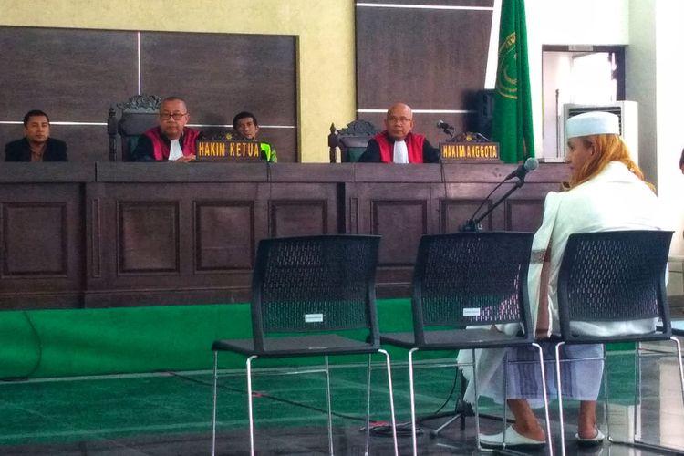 Terdakwa Bahar bin Smith dalam sidang tuntutan di di Gedung Arsip dan Perpustakaan Kota Bandung, Jalan Seram, Kamis (13/6/2019).