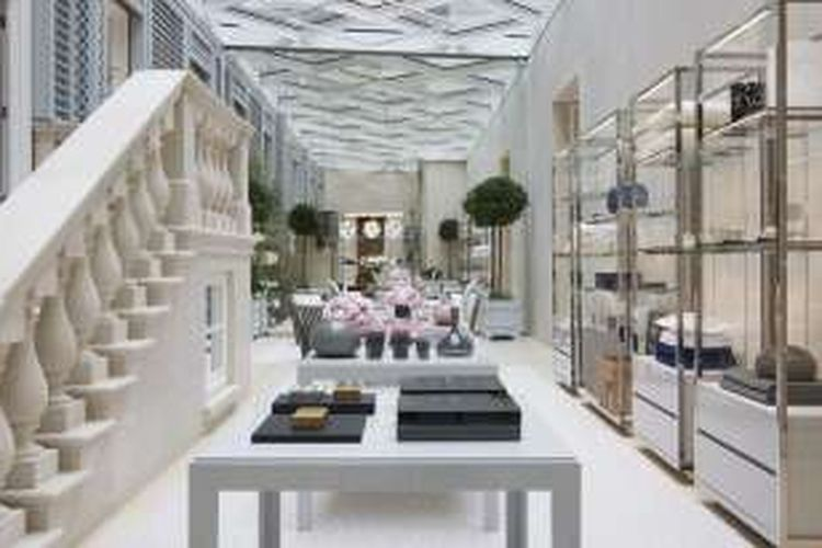 Toko dekorasi rumah Dior.