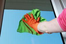 Ini Trik Membersihkan Kaca Jendela Kembali Kinclong