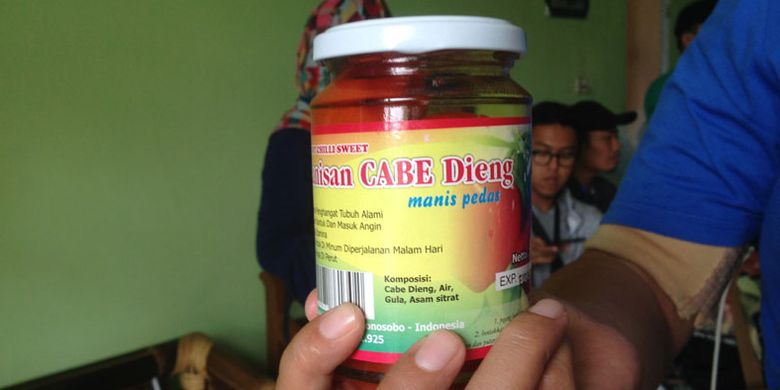 Oleh-oleh Manisan Cabe dari Dieng. Manisan cabe ini mulai diproduksi oleh PT Yuasa Food, salah satu produsen pembuat oleh-oleh di Kabupaten Wonosobo, Jawa Tengah.
