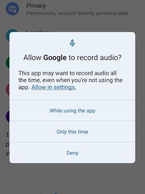 Tampilan baru kotak dialog perizinan di Android 12 dengan opsi Allow in setting.