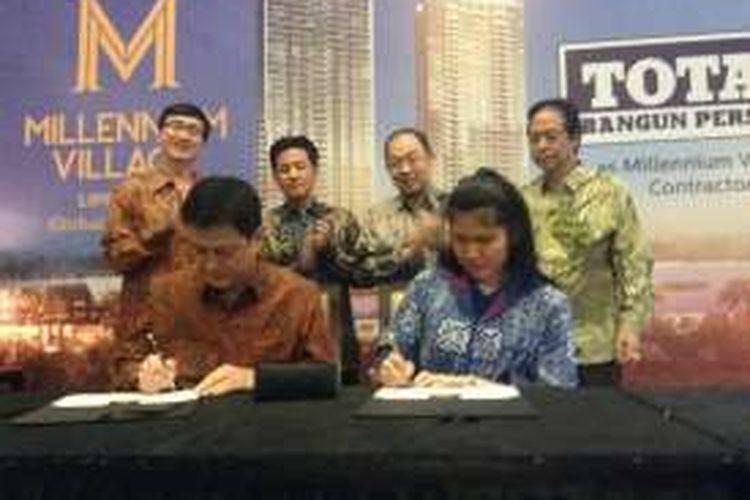 Penandatanganan kerjasama PT Lippo Karawaci Tbk. dan PT Total Bangun Persada Tbk., di Marketing Gallery Kemang Village, Jakarta, Kamis (14/4/2016).
