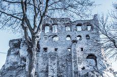Tempat Wisata Polandia Inspirasi Serial The Witcher yang Wajib Dikunjungi