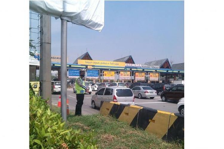 Kondisi terkini di Gerbang Tol Karang Tengah, Jumat (6/5/2016).