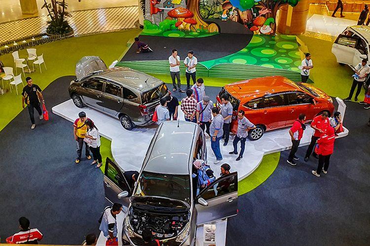 Ilustrasi aktivitas penjualan Daihatsu di sebuah pusat perbelanjaan