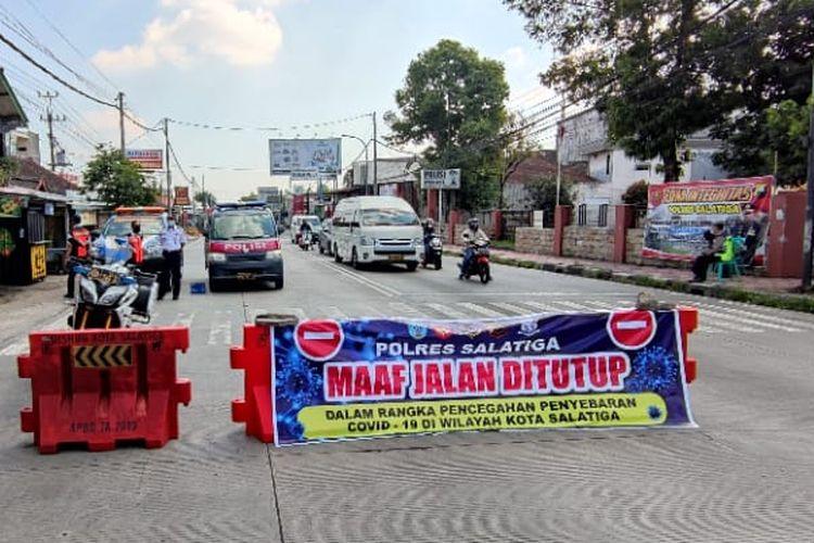 Akses jalan menuju Kota Salatiga ditutup sementara untuk mendukung PPKM Darurat.