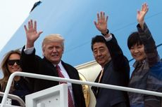 Presiden Trump Sambut PM Jepang dengan Pelukan Hangat
