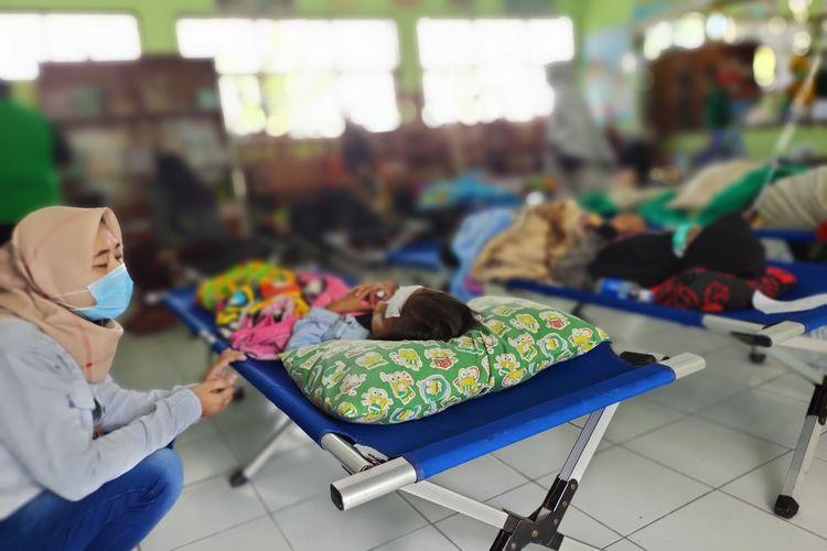 Korban keracunan massal nasi kuning terus bertambah dan berdatangan ke Puskesmas Mangkubumi, Kota Tasikmalaya, Kamis (8/10/2020).